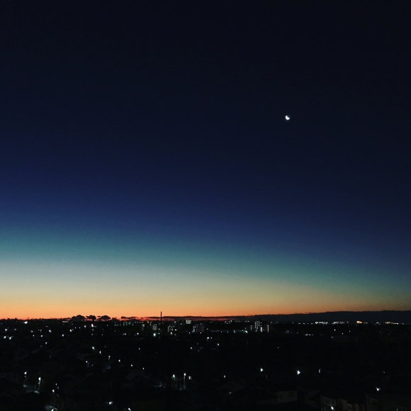今日は自宅から見た朝の風景を紹介します。