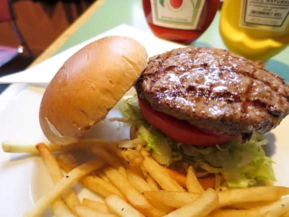 本格的なハンバーガーが食べられるランチがある料理屋 東京都台東区上野「キープアンドタッチ」