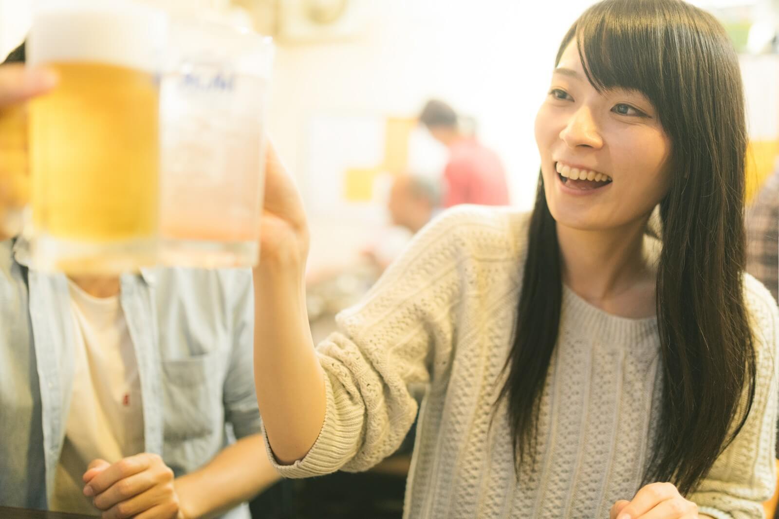 飲み会で乾杯!